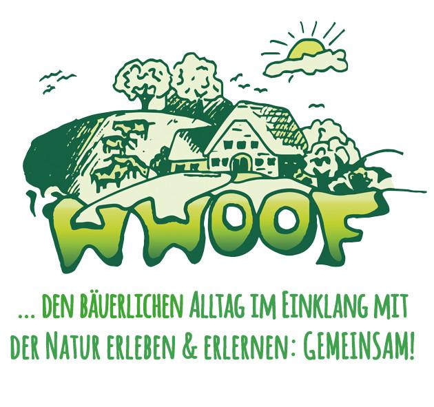 Grünes Logo von WWOOF Deutschland in Cartoon Stil mit der Text: WWOOF ... den bäuerlichen Alltag im Einklang mit der Natur erleben & erlernen: gemeinsam!